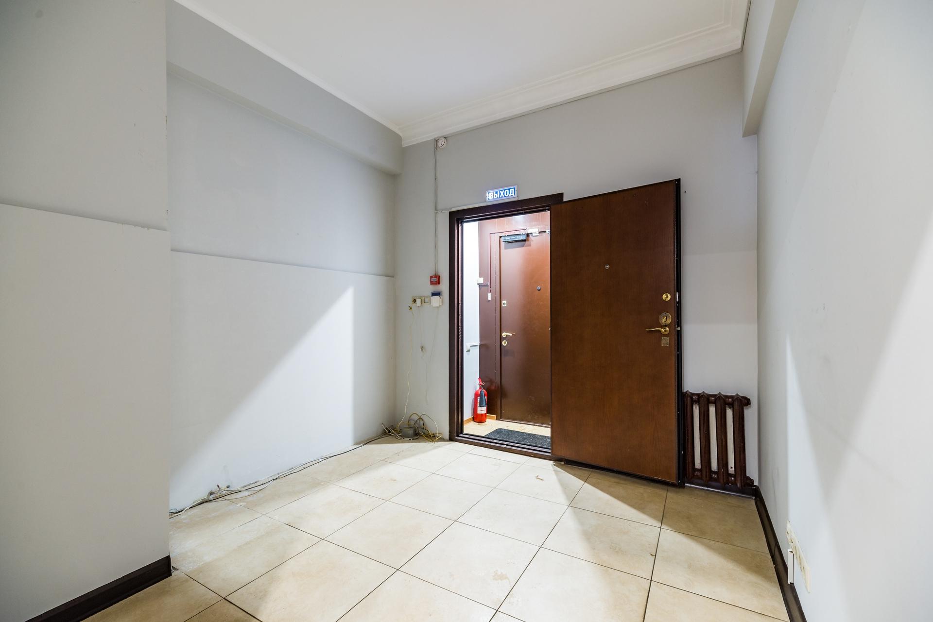 офис с отдельным входом 4