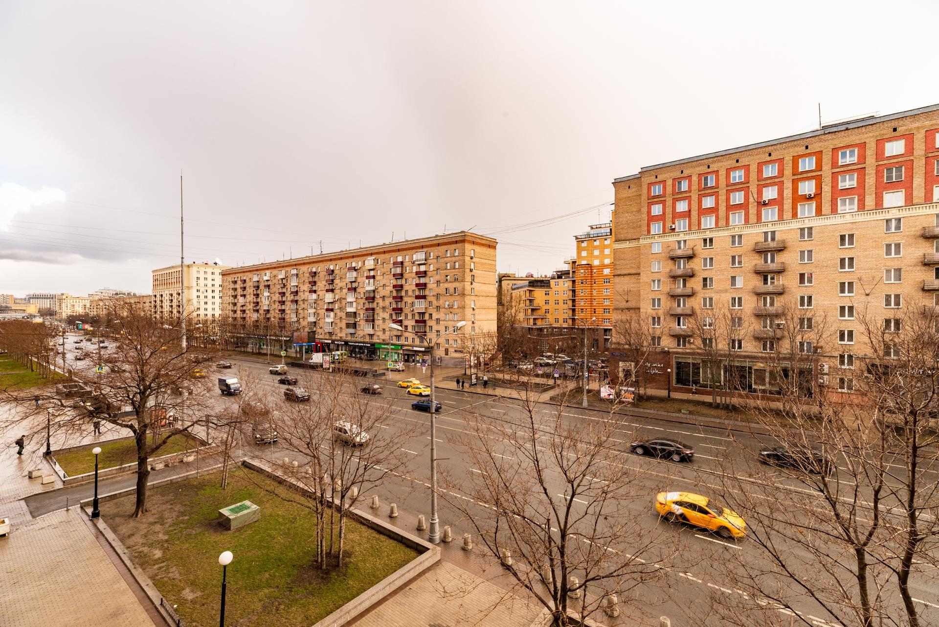 Окна на Кутузовский проспект 14