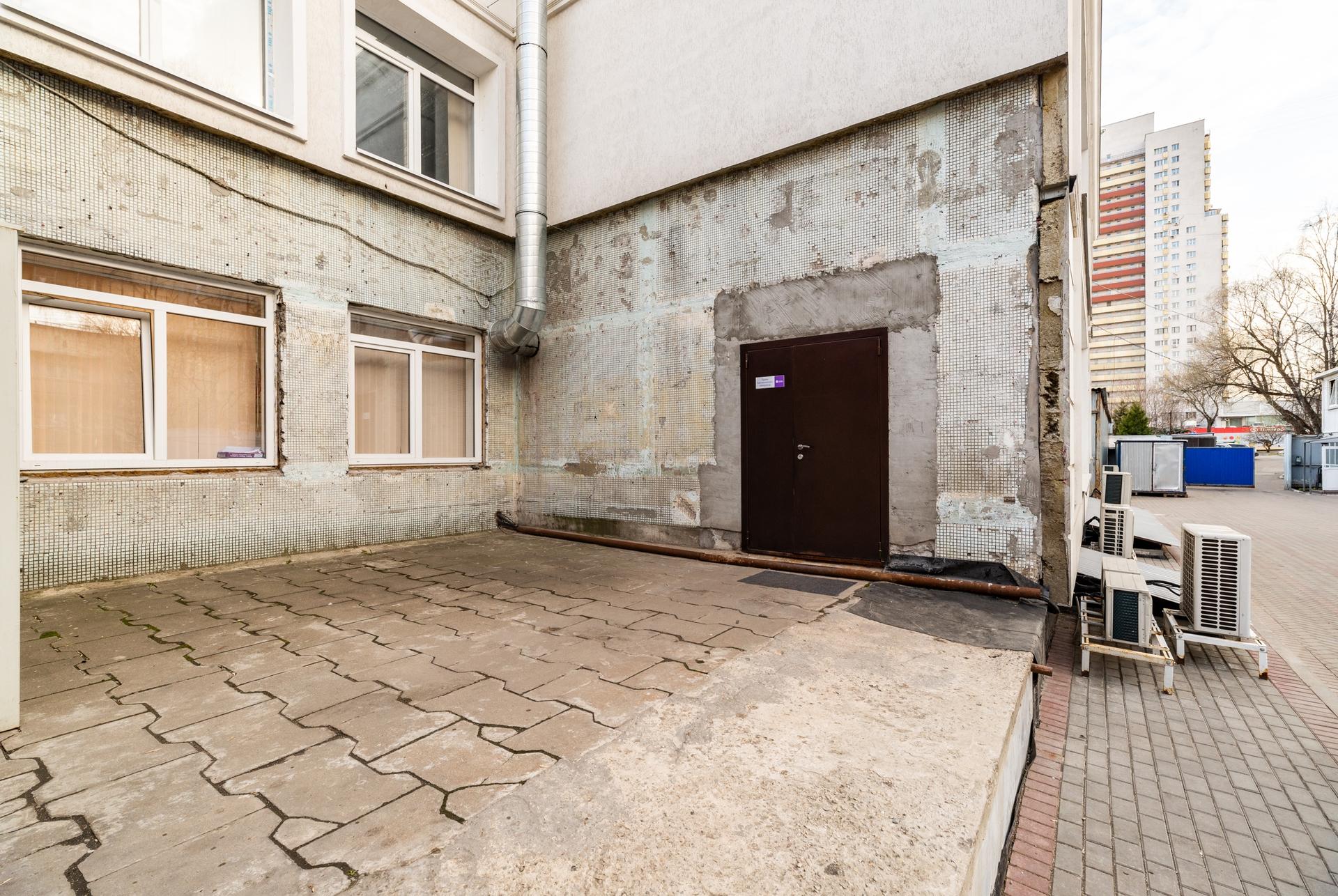 Здание 2000 кв + участок 31 сотка 15