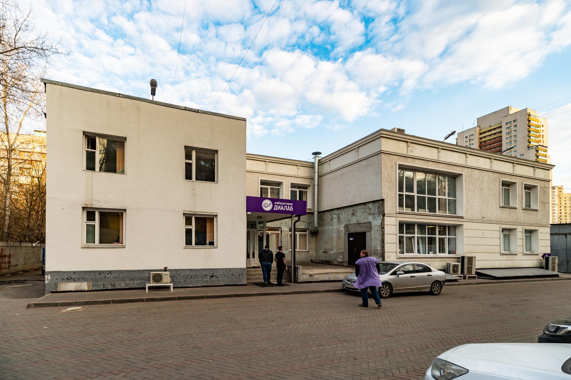 Здание 2000 кв + участок 31 сотка 2