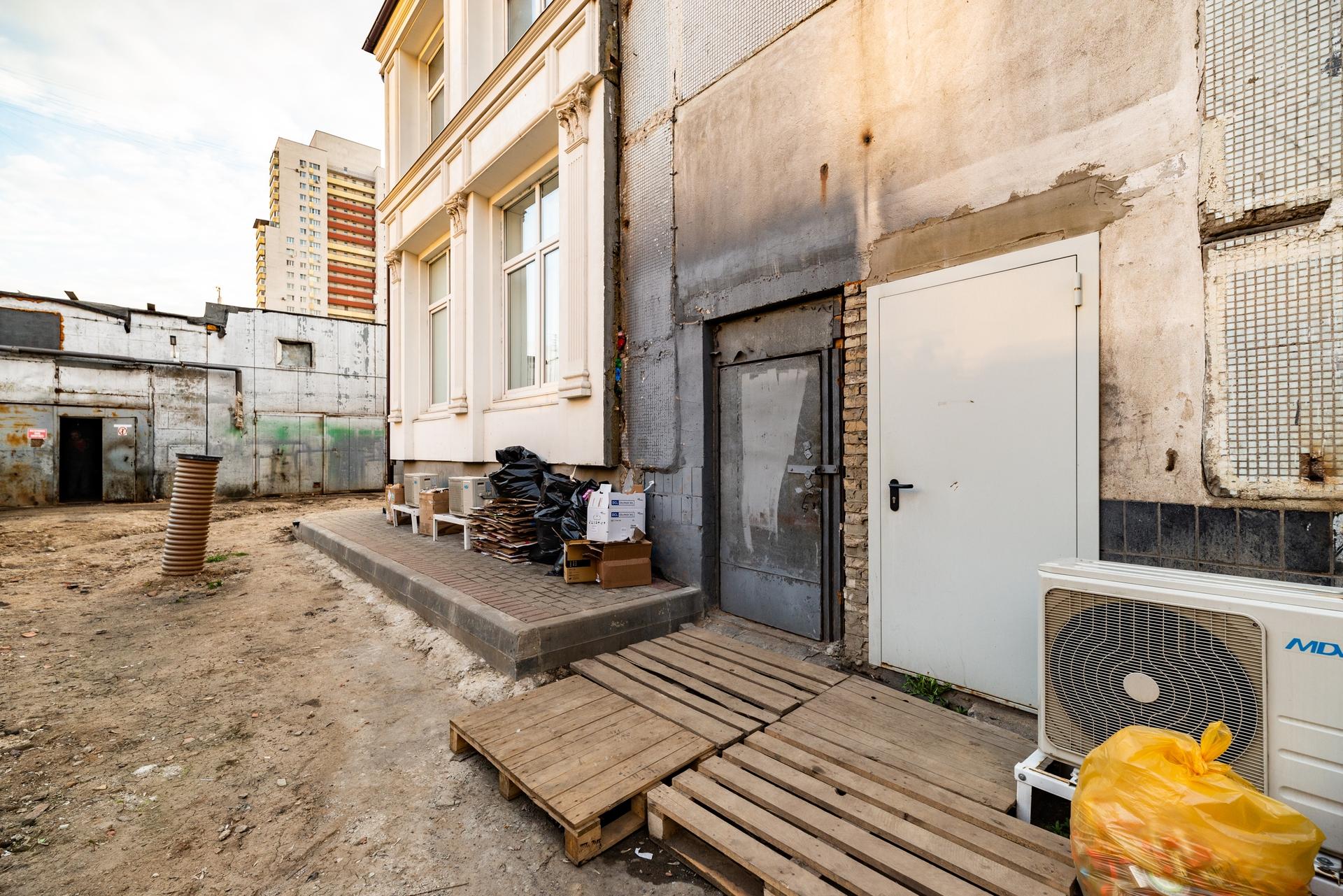 Здание 2000 кв + участок 31 сотка 13