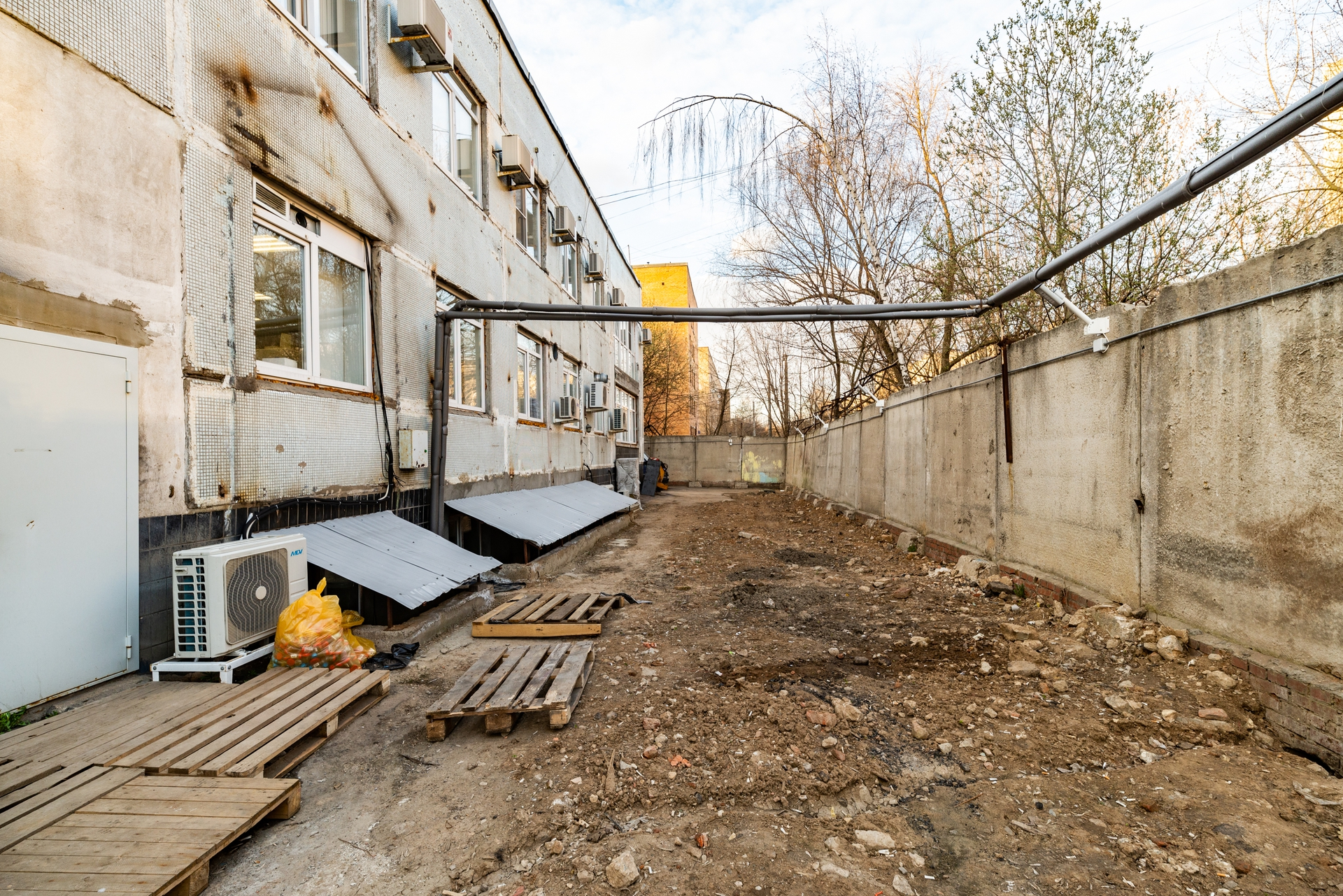 Здание 2000 кв + участок 31 сотка 11