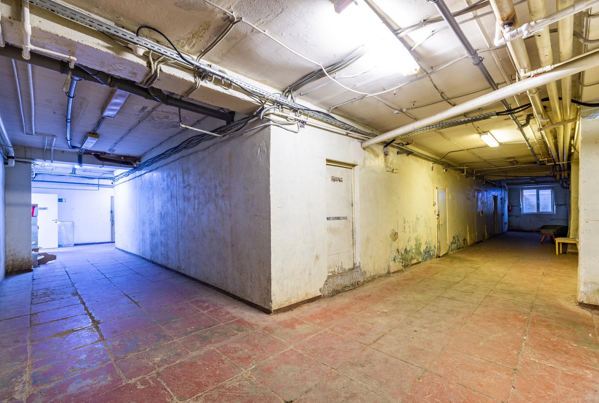 Здание 2000 кв + участок 31 сотка 16