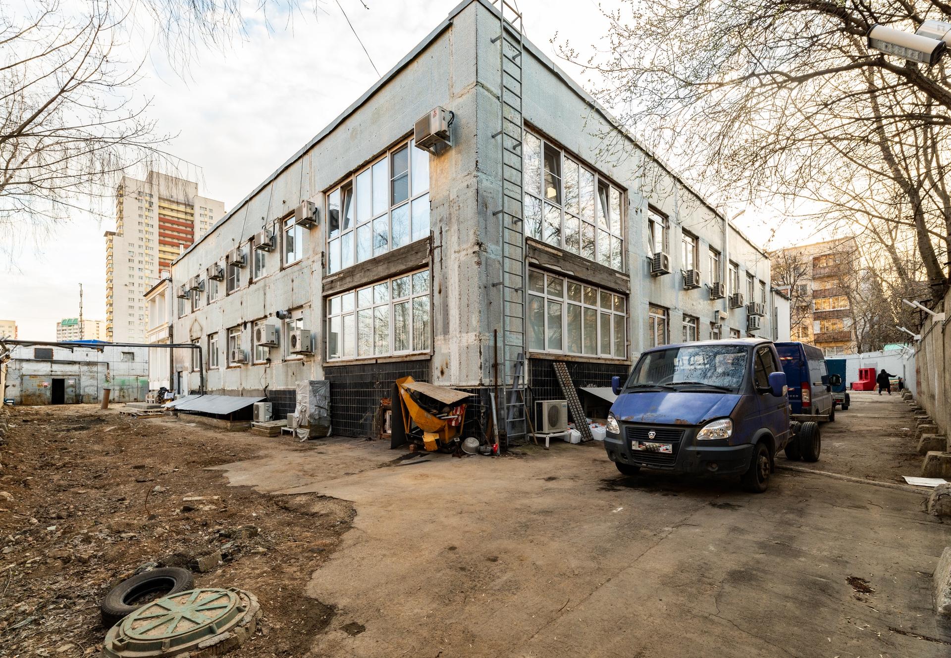 Здание 2000 кв + участок 31 сотка 7