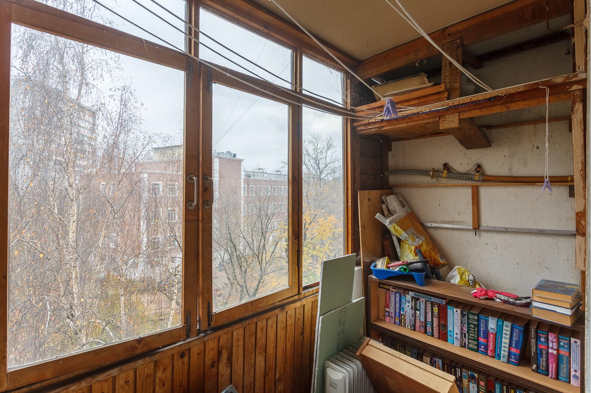 Вид из окна на горнолыжный склон 14