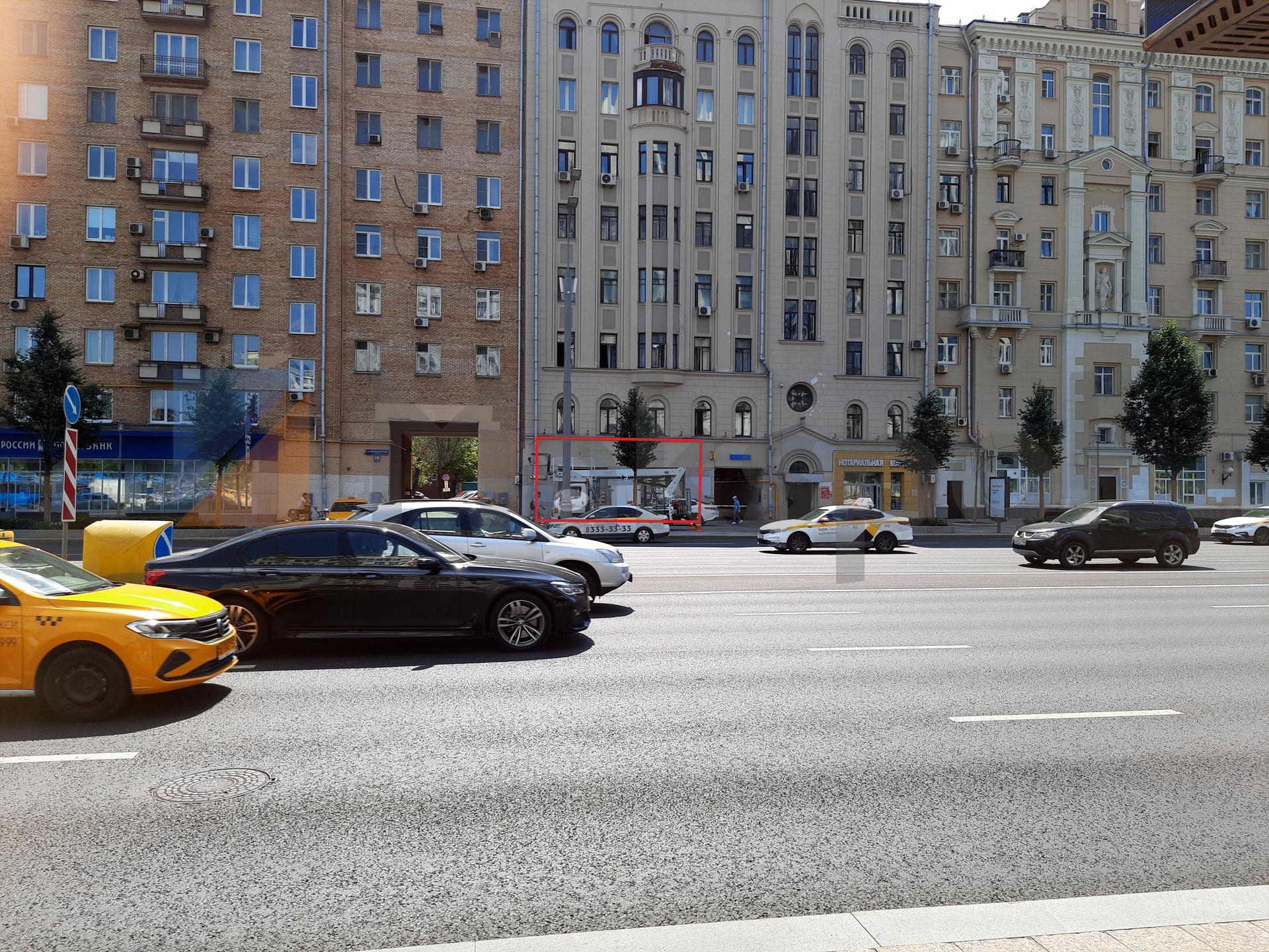 STREET-RETAIL ВНУТРИ САДОВОГО 2