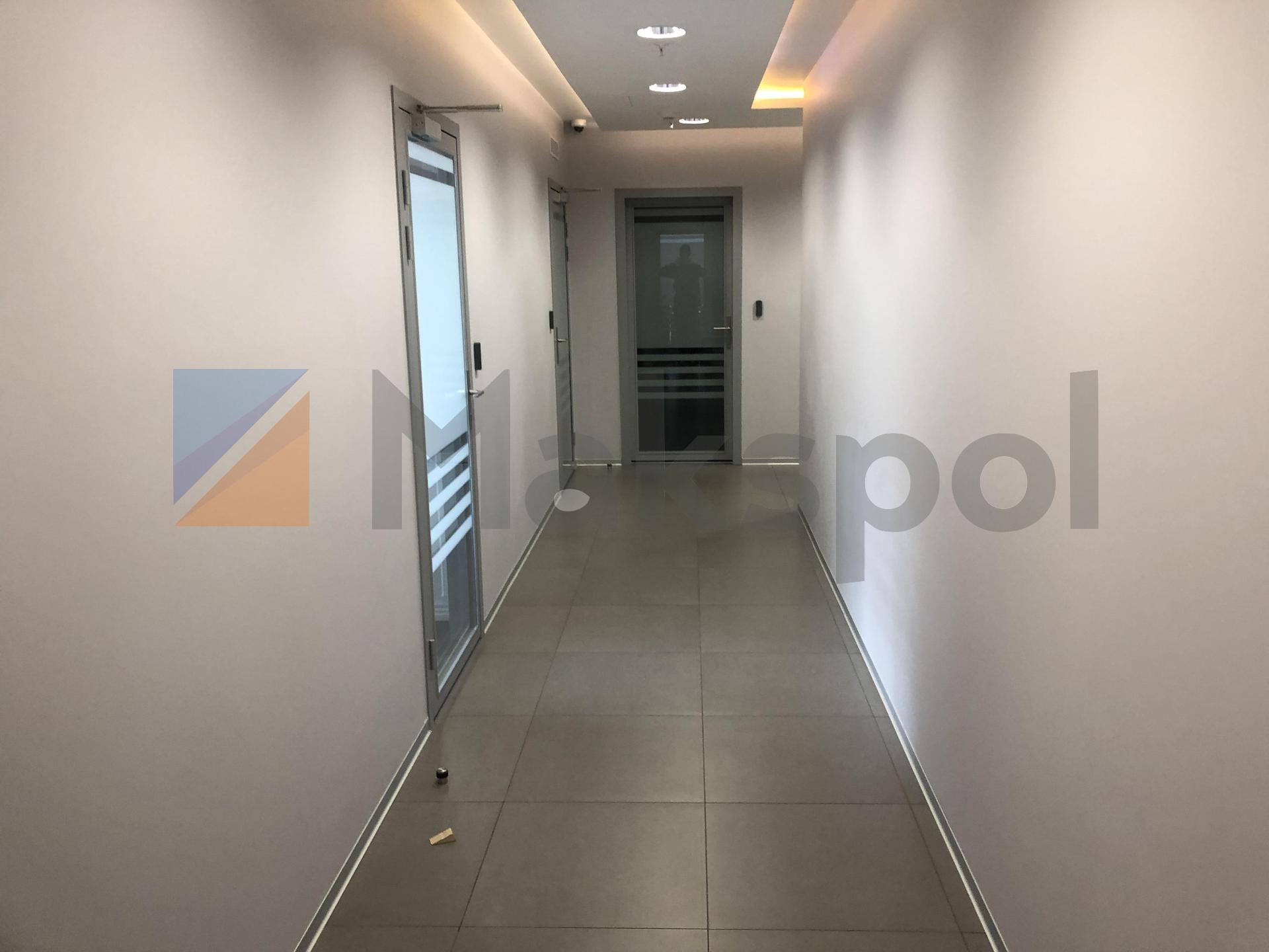 просторный офис на 18 этаже  9