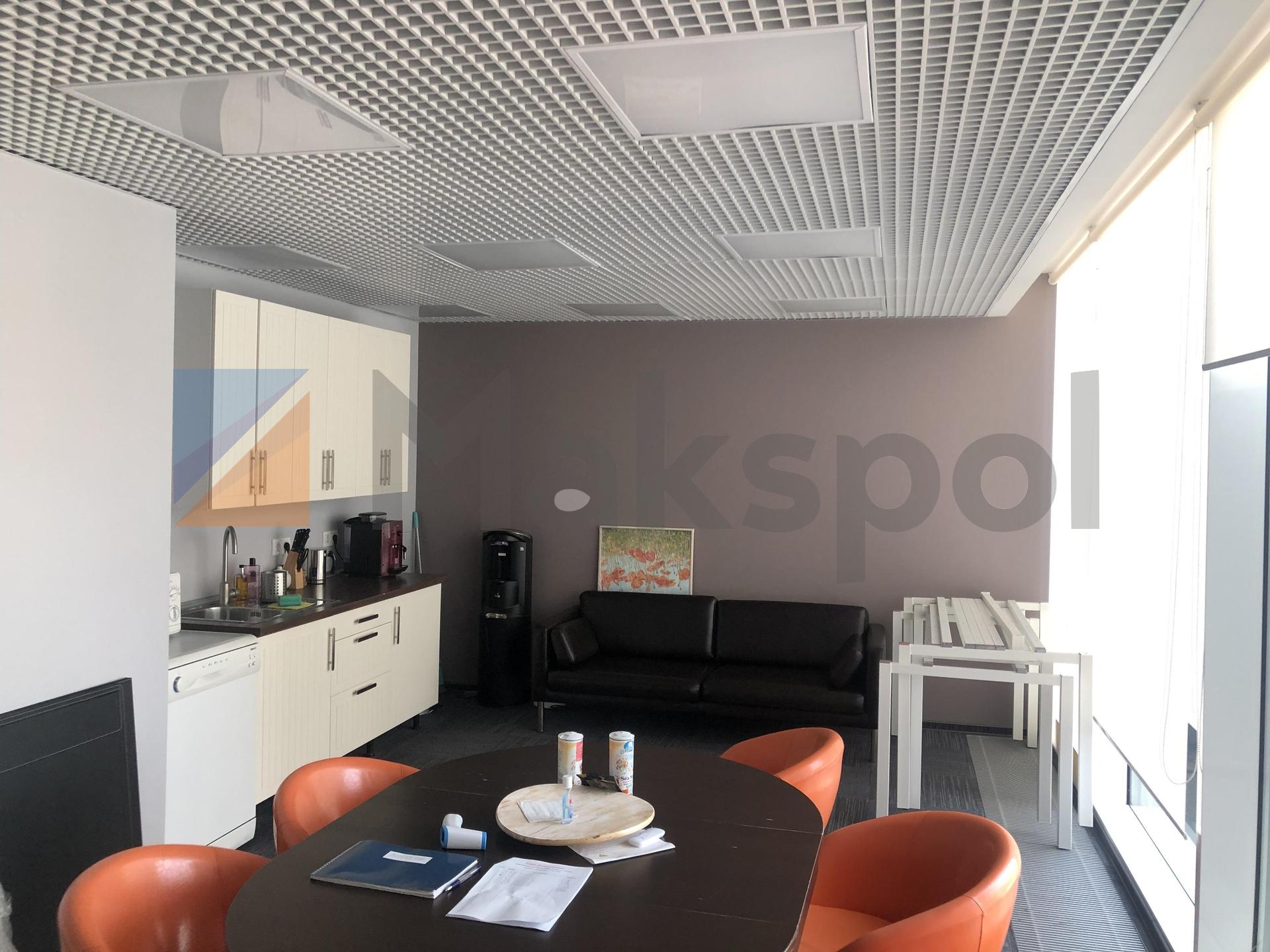 просторный офис на 18 этаже  5
