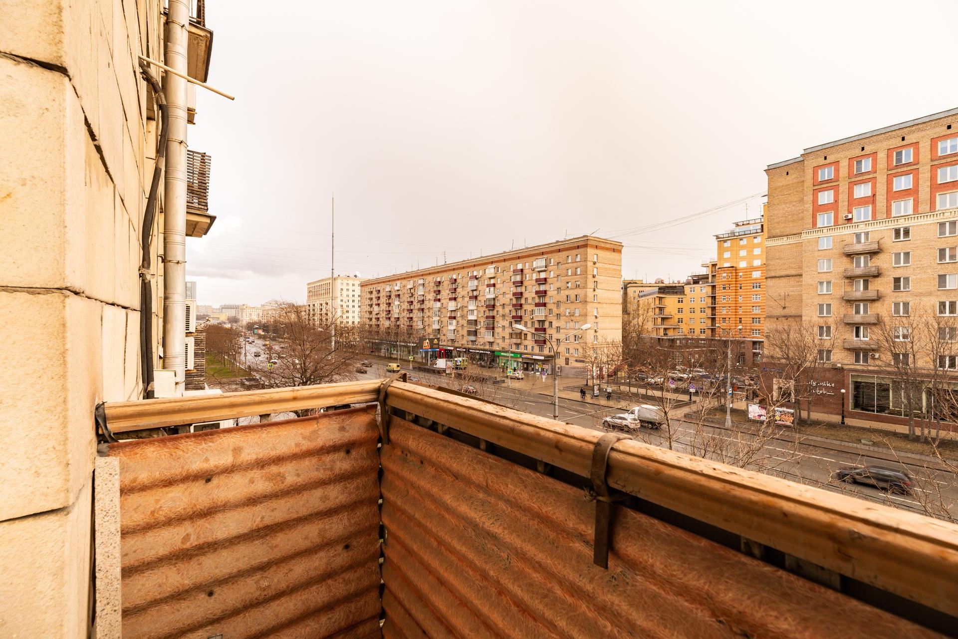Окна на Кутузовский проспект 13