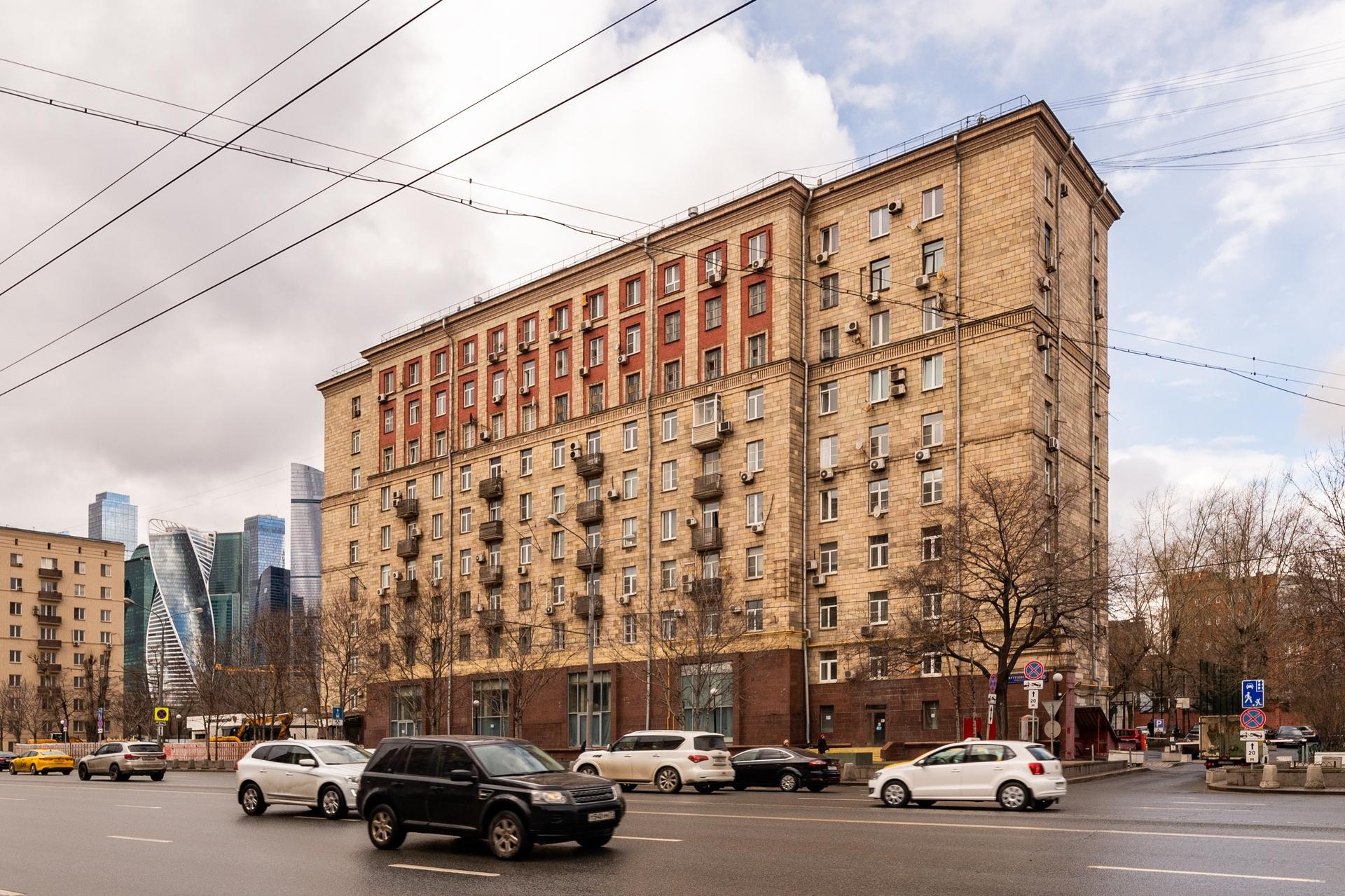 Окна на Кутузовский проспект 18