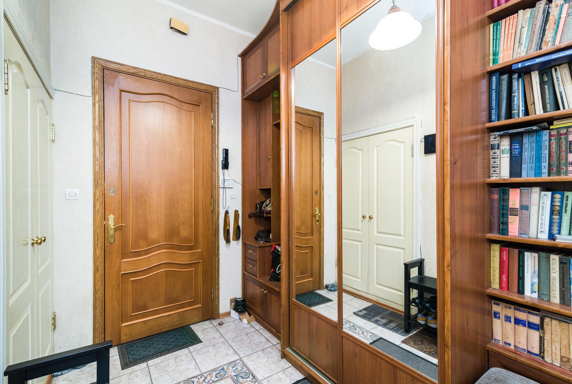 Самая выгодная цена за квадратный метр в сталинке в Академическом районе 5